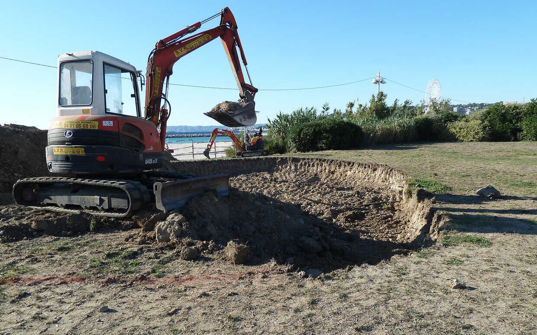Materiel Piscine La Ciotat travaux de terrassement et construction de piscines à